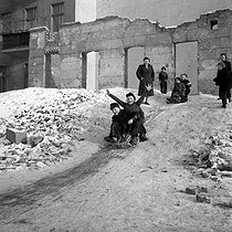 Children sledging. East-Berlin (Germany), January 1954. © Roger-Viollet