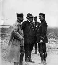 World War I. Georges Clemenceau (1841-1929), French politician, with Captain Delorme (on the left). © Collection Roger-Viollet / Roger-Viollet