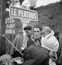 Spanish Civil War (1936-1939). Civilians taking refuge in France, at the end of the conflict, February 1939. © Gaston Paris / Roger-Viollet