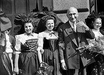 Robert Schuman (1886-1963), French politician, surrounded by Alsatian women, at the time of the first meeting of the Council of Europe. Strasbourg (France), August 1949. © Roger-Viollet
