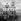 La foule attendant sous la pluie le passage de Fidel Castro (1926-2016), le jour de l'indépendance cubaine. La Havane (Cuba), 24 février 1959. © Roger-Viollet