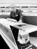 David Mitchell (né en 1928), ministre délégué des transports britannique, observant une maquette d'un train-navette pour le tunnel sous le Manche. 15 juillet 1986. © PA Archive / Roger-Viollet