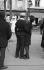 Couple enlacé sur la place du Tertre. Paris (XVIIIème arr.), 1963. Photographie d'Harold Chapman (né en 1927). © Harold Chapman/TopFoto/Roger-Viollet