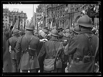 Preparations for the Bastille Day parade, place de l'Hôtel-de-Ville. The first day of Victory. Joseph Joffre (1852-1931), French Marshal, presenting medals to some Poilus. Paris, on July 13, 1919. © Excelsior - L'Equipe / Roger-Viollet