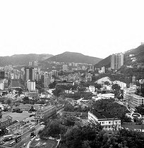 Hong Kong (China). View of Victoria and the island hills from the top of Hilton hotel. Febuary 1972. © Roger-Viollet