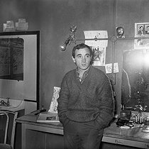 Charles Aznavour (1924-2018), Armenian-born French singer-songwriter and actor, in his dressing room. © Roger-Viollet