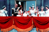 La famille royale sur le balcon du palais de Buckingham après le couronnement de la reine Elisabeth II. Londres, 1953. © TopFoto/Roger-Viollet