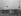 Manifestation pour le désarmement nucléaire. Manifestants demandant l'arrêt des essais nucléaires à Harold Macmillan (1894-1986), Premier ministre britannique. Londres (Angleterre), aéroport de Gatwick, 26 mars 1960. © TopFoto/Roger-Viollet