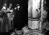 Adolf Hitler (1889-1945), homme d'Etat allemand, visitant la brasserie Bürgerbräukeller détruite lors de l'attentat manqué contre lui en compagnie de représentants de la commission d'examen. Munich (Allemagne), 8 novembre 1939. © Ullstein Bild / Roger-Viollet