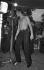 Johnny Hallyday (1943-2017), acteur et chanteur français, sur scène, à la Vallée des Indiens. Drôme (France), 1964. © Noa / Roger-Viollet