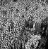 Guerre 1939-1945. L'amiral de la Royal Navy, Lord Louis Mountbatten s'adressant au personnel de l'USS Saratoga. Trincolamee (Ceylan, actuel Sri Lanka), 29 avril 1944. © US National Archives / Roger-Viollet