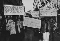 Demonstration for the freedom of abortion and of birth control, in front of Lariboisière hospital. Paris (Xth arrondissement), January 20th, 1979. Photograph by Janine Niepce (1921-2007). © Janine Niepce / Roger-Viollet