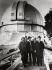 Albert Einstein (1879-1955), physicien allemand, visitant l'observatoire du Mont Wilson, où se trouvait le plus grand télescope du monde. Vers 1930. © Imagno / Roger-Viollet