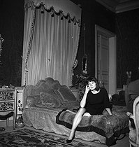Juliette Gréco (born in 1927), French singer and actress, at her place. Paris, 1961.     © Roger Berson/Roger-Viollet