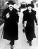 Albert Einstein (1879-1955), physicien américain d'origine allemande, et sa femme.  © TopFoto / Roger-Viollet