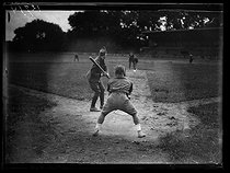 "World War I. Baseball game between soldiers from US ambulances. Colombes (France), on June 24, 1917. Photograph published in the newspaper ""Excelsior"", on June 25, 1917. © Excelsior – L'Equipe/Roger-Viollet"