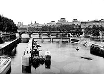 View from the Pont Neuf towards the Pont des Arts with the Monnaie lock. Paris, on April 1st, 1886. © Roger-Viollet
