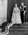 La reine Elisabeth II (née en 1926), et son époux, le prince Philip (né en 1921), duc d'Edimbourg, après son couronnement à l'abbaye de Westminster. Londres (Angleterre), palais de Buckingham, 2 juin 1953. © PA Archive/Roger-Viollet