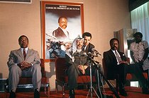Press conference of Yasser Arafat (1929-2004), head of the Palestine Liberation Organization. On the right: Omar Bongo (1935-2009), Gabonese statesman. Gabon, April 1989. © Françoise Demulder / Roger-Viollet