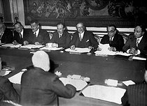 First cabinet of Léon Blum, President of the council of ministers. From left to right  : Vincent Auriol, Charles Spinasse, Camille Chautemps, Léon Blum, Paul Faure and Yvon Delbos, June 1936. © Albert Harlingue / Roger-Viollet