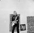 """Johnny Hallyday (1943-2017), acteur et chanteur français, enregistrant deux nouvelles chansons """"Fumée"""" et """"Je suis l''Amour"""". Paris, 9 janvier 1969. © TopFoto/Roger-Viollet"""