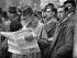 Tension à Londres. Le gouvernement britannique réuni en session extraordinaire pour discuter de la question autrichienne. La foule devant la résidence du Premier ministre britannique au 10 Downing Street. Londres (Angleterre), 12 mars 1938. © Imagno / Roger-Viollet