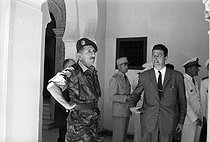 Algerian War (1954-1962). Léon Delbecque (on the right), vice-president of the Committee of Public Safety and the general Massu, prefect of Algiers. Summer palace of the governor, during the visit in Algiers of the general de Gaulle. June 5, 1958. © Bernard Lipnitzki / Roger-Viollet