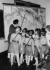 Annexion des Sudètes. Un professeur explique à ses élèves, sur une carte, la progession des troupes allemandes. Octobre 1938. © Ullstein Bild/Roger-Viollet