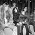 Brian Jones, Yoko Ono, John Lennon, son fils Julian et Roger Daltrey (en arrière-plan), lors d'une répétition des Rolling Stones. Londres (Angleterre), 10 décembre 1968. © TopFoto / Roger-Viollet