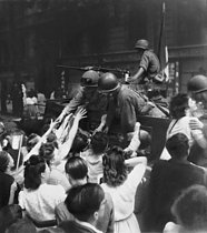 World war II. Liberation of Paris. Allied military vehicle surrounded with people, August 1944. © Roger-Viollet