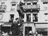 Manifestation du 1er mai, boulevard Beaumarchais. Paris (IIIème arr.), 1970. Photographie de Léon Claude Vénézia (1941-2013). © Léon Claude Vénézia / Roger-Viollet