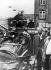 Printemps de Prague. Entrée des troupes du pacte de Varsovie en Tchécoslovaquie. Barricades contre les troupes soviétiques. Prague, 22 août 1968.  © Ullstein Bild / Roger-Viollet