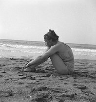 Woman wearing a swimsuit on the beach of Deauville (France), 1937. © Boris Lipnitzki / Roger-Viollet