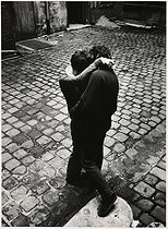 Couple kissing in a courtyard, rue Elzévir. Paris (IIIrd arrondissement), Marais district, 1967. Photograph by Léon Claude Vénézia (1941-2013). © Léon Claude Vénézia/Roger-Viollet