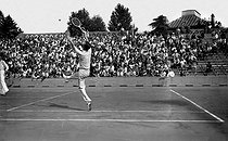 French championships of tennis. Bernard Destremau. Paris, Roland-Garros stadium, on August 1-2, 1942. © LAPI/Roger-Viollet