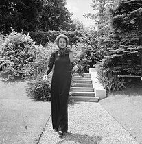 Liliane Bettencourt (1922-2017), French businesswoman, main shareholder of L'Oréal, at her home. Neuilly-sur-Seine (France), around 1980. © Kathleen Blumenfeld / Roger-Viollet