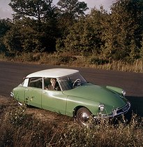 Citroën ID 19 car. France, early 1960's. © Roger-Viollet