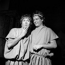 """Amphitryon"", play by Molière. Robert Hirsch and Jean Piat. Paris, Comédie-Française, October 1957. © Studio Lipnitzki / Roger-Viollet"