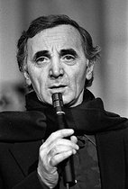 Charles Aznavour (1924-2018), Armenian-born French singer-songwriter and actor, during a TV program. December 1982. © Carlos Gayoso / Roger-Viollet