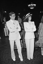 Wedding of Loulou de la Falaise (1948-2011) and Thadée Klossowski de Rola, son of the painter Balthus. Bianca Jagger and Yves Saint Laurent (1936-2008), French fashion designer. Paris, on June 30, 1977. © Jack Nisberg / Roger-Viollet