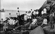 Holiday camp, about 1920. © Roger-Viollet