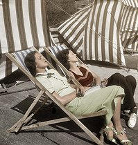 Nap. Beach of Monte-Carlo (Principality of Monaco), 1934. Colorized photo. © Boris Lipnitzki/Roger-Viollet