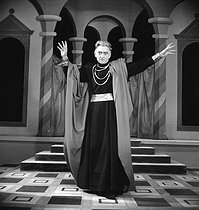 "Jean Vilar in "" Henri IV "" of Pirandello. Paris, théâtre de l'Atelier, October 1950. © Studio Lipnitzki/Roger-Viollet"
