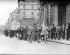 Défilé pour l'anniversaire de l'Insurrection de Pâques 1916 à Dublin (Irlande). Foule se dirigeant sur Trafalgar Square. Londres (Angleterre), 24 avril 1960. © TopFoto / Roger-Viollet