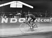 Gino Bartali (1914-2000), Italian racing cyclist, who won the Tour de France twice, in 1938 and 1948. © Maurice Picoche/Roger-Viollet