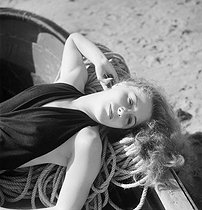 Woman. Beach of Deauville (Calvados), August 1950. © Studio Lipnitzki/Roger-Viollet