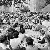 Jean Vilar at the Verger. Festival d'Avignon (Vaucluse), July 1955. © Bernard Lipnitzki / Roger-Viollet