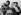 Match de boxe de Ray Sugar Robinson (1920-1989) boxeur américain face à Gehrard Hecht, boxeur allemand (à dr.). Robinson fut disqualifié pour avoir porté un coup au niveau des reins. Berlin (Allemagne), 24 juin 1951. © Ullstein Bild / Roger-Viollet