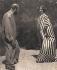 Gustav Klimt (1862-1918), peintre autrichien, et sa compagne Emilie Flöge (1874-1952). Kammerl am Attersee (Autriche), 1909.  © Heinrich Bohler/Imagno/Roger-Viollet