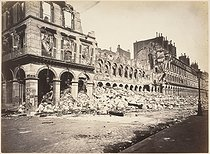 """French Commune (1870-1871). """"The burnt-out ministry of Finance"""". Photograph by Alphonse Liebert. Paris, musée Carnavalet. © Alphonse Liébert / Musée Carnavalet / Roger-Viollet"""
